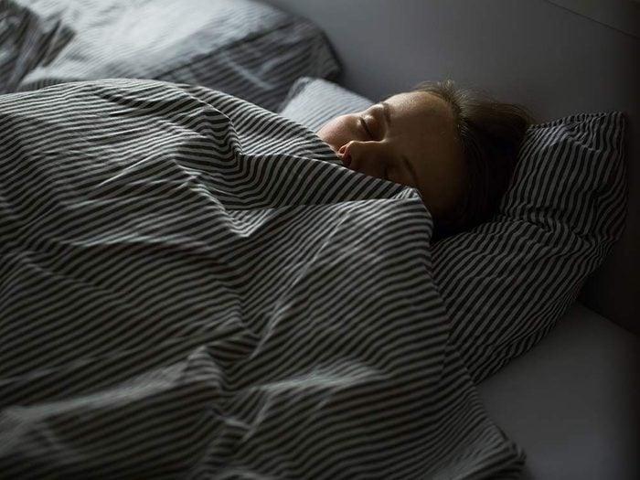 Use bubble wrap to make a bedtime buffer