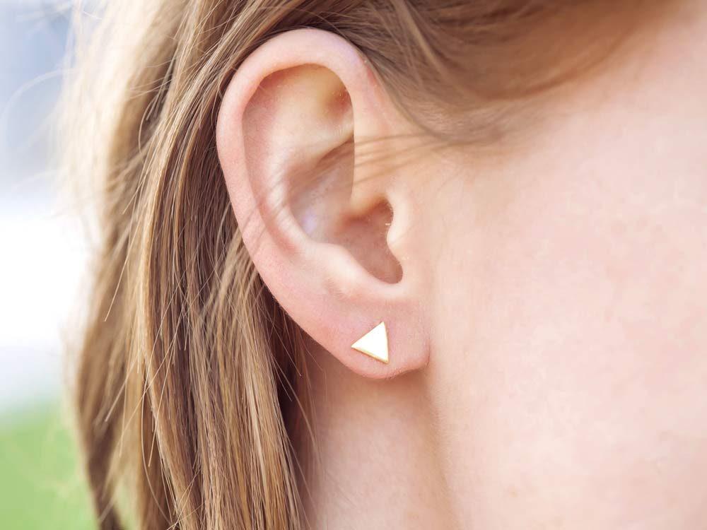Use corks to fasten earrings