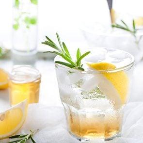 Uses for club soda - Club soda in a cocktail