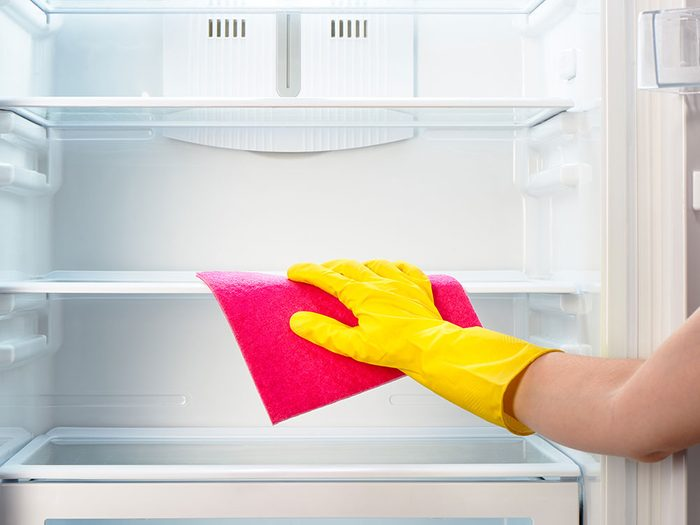 Using club soda to clean the fridge