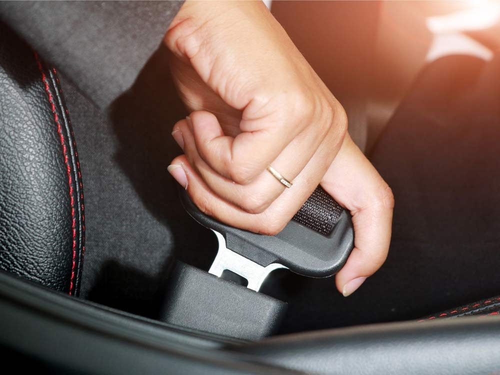 Fastening seatbelt