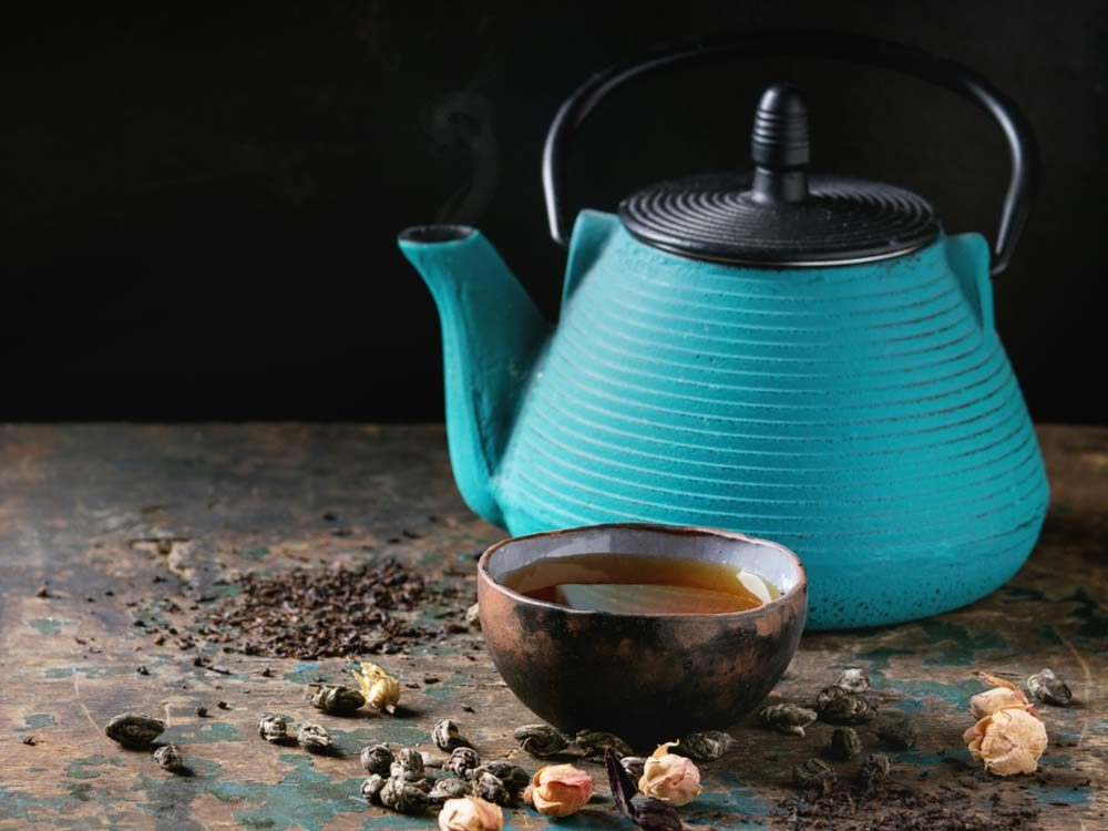 Oolong tea and kettle