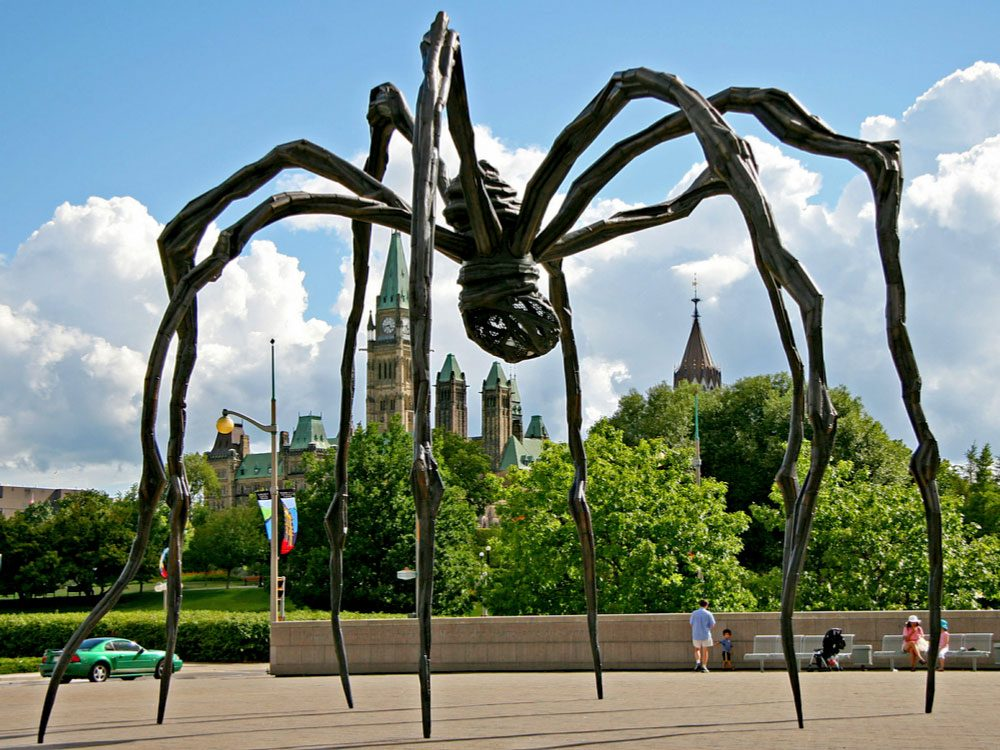Spider statue in Ottawa