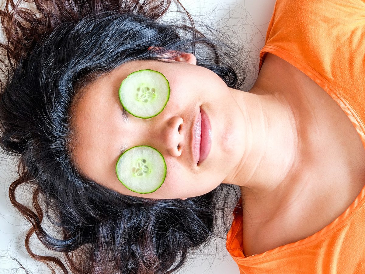 How to revive tired eyes - Cucumbers