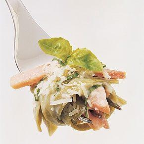 Spinach Fettucine with Ham