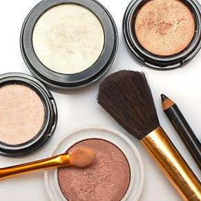 1. Make Emergency Makeup