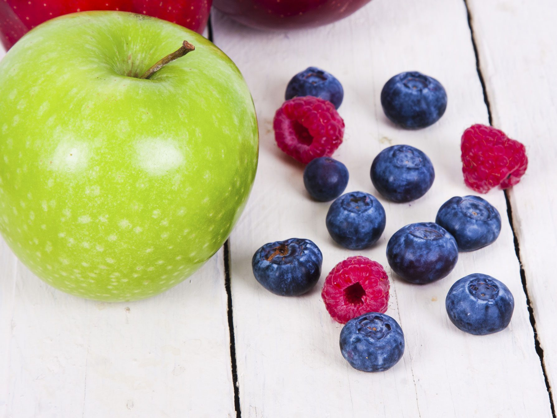 Lower Your Cancer Risk by Pairing Up Apples and Raspberries