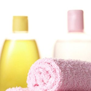 Baby Oil: Clean Your Bathtub or Shower