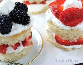 Taste of Home Canada: Blackberry & Strawberry Lemon Cakes