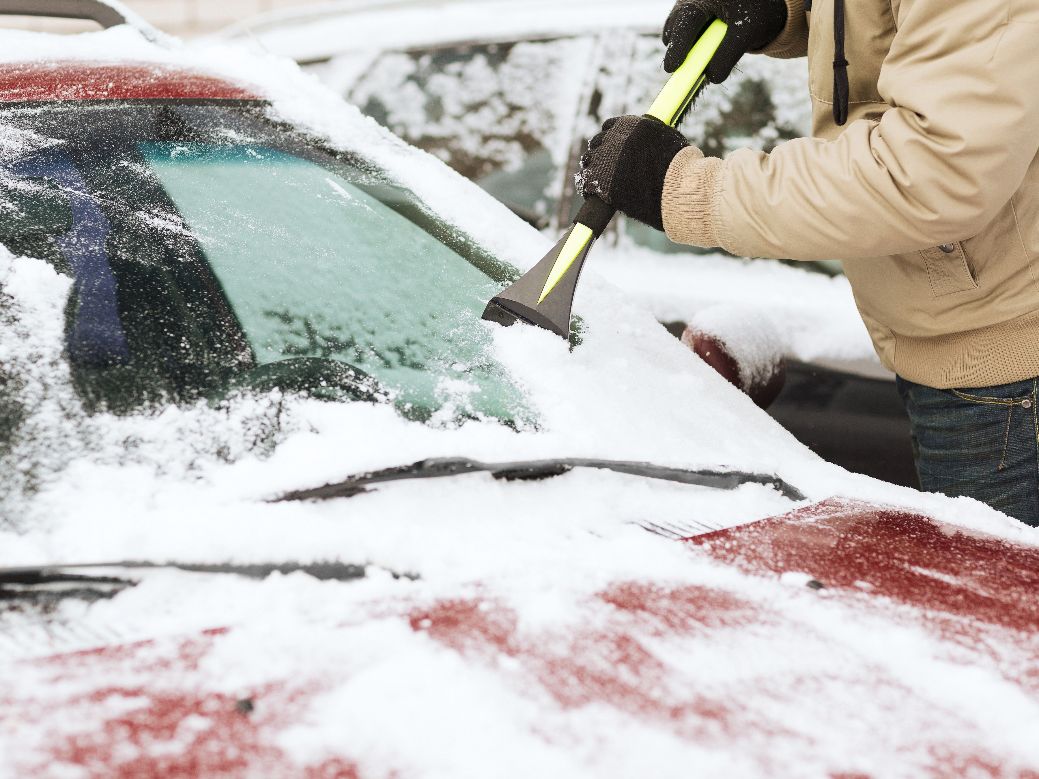 3.Car Windshield Ice Melter