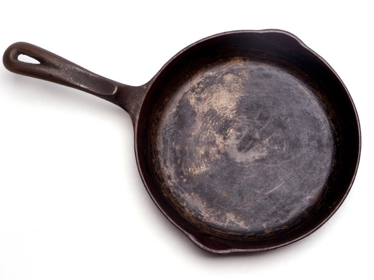 Kitchen-Cleaning Tips: Clean a Cast-Iron Pan