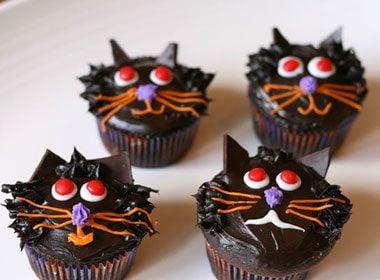 Halloween Treat Recipe: Black Cat Cupcakes