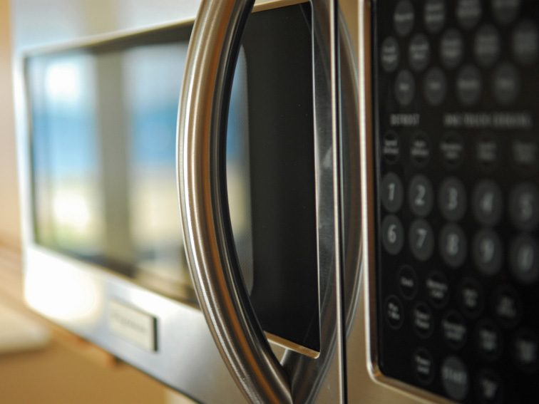 Kitchen-Cleaning Tips: A Shortcut to Clean Your Microwave