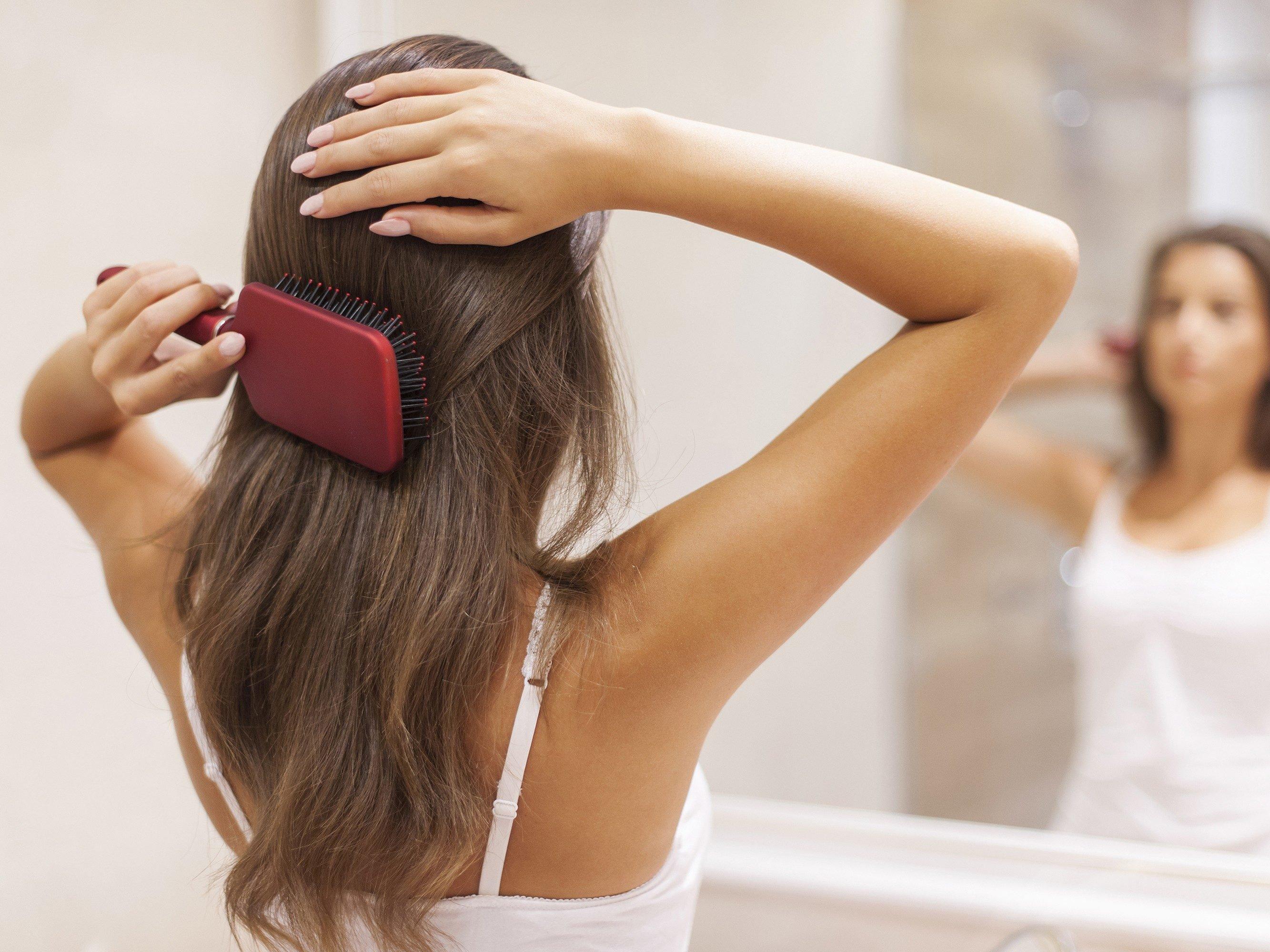 Lupinec riešenie # 3: kefa vlasy (veľa)