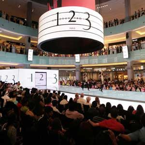 2. Amazing Malls in the World: Dubai Mall - Dubai, United Arab Emirates