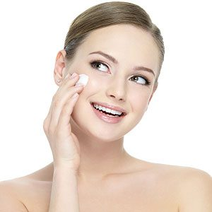 Make-Up Trick #4: Minimize Puffy Eyes