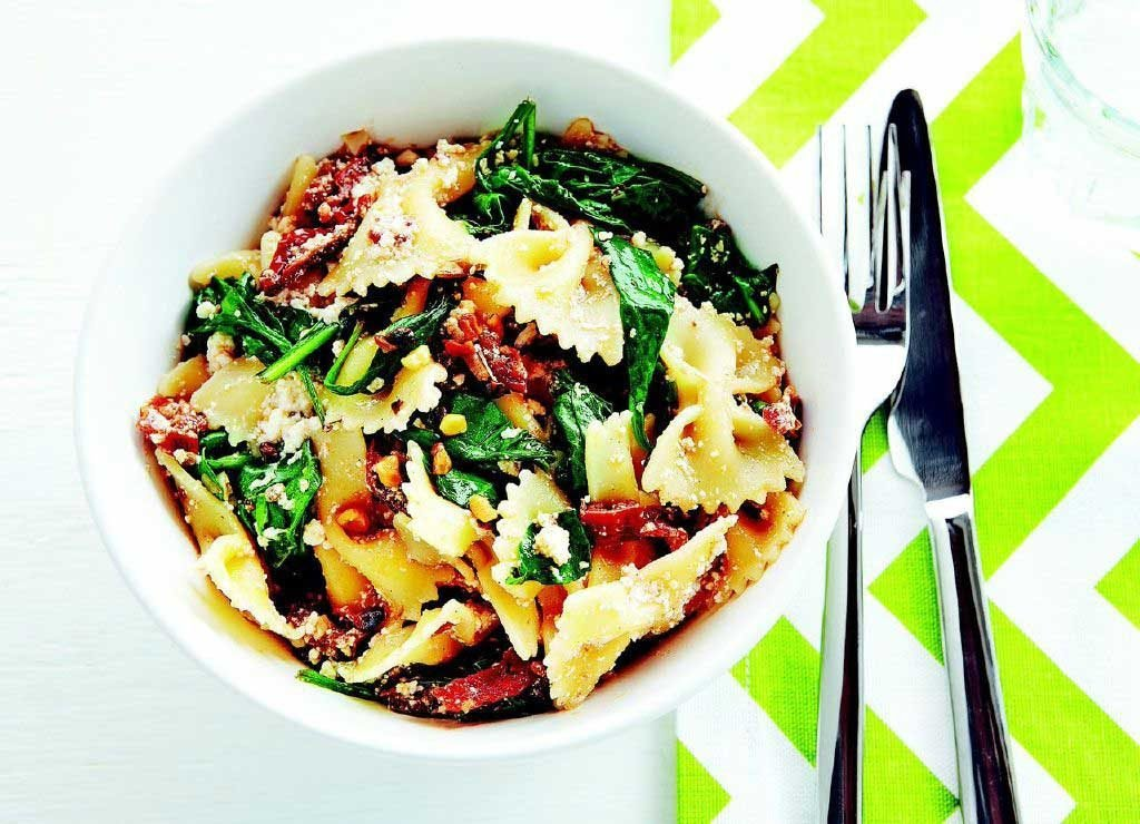 Sun-Dried Tomato and Spinach Farfalle With Walnuts