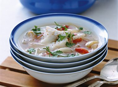 Quick fish chowder with tomato fennel for Easy fish chowder