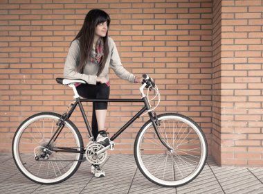Fixed-Gear Bikes Are Gaining in Popularity