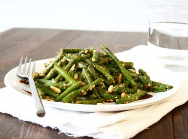 Green Beans with Garlic and Roasted Pepper