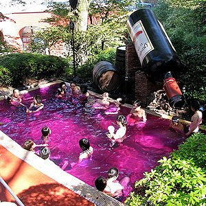 1. Yunessun Spa Resort, Japan