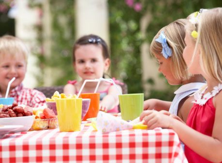 5 Ways to Keep Your Outdoor Dinner Party Pest-Free
