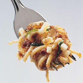Linguine with Sundried Tomatoes and Walnuts Pesto