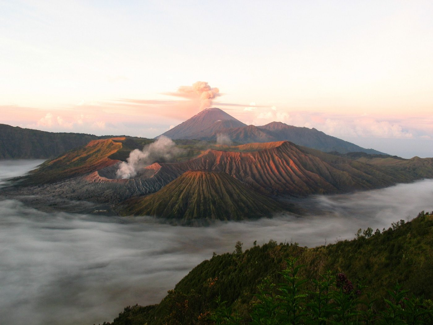 Visit the Natural Wonder of Indonesia: Mount Bromo, Java