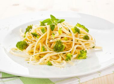 Spaghetti Carbonara With Broccoli and Corn