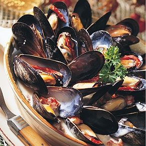 Mussels With Blue Cheese and Sun-Dried Tomatoes