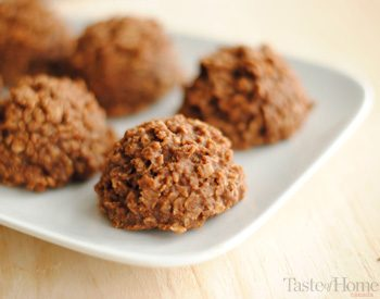 Taste of Home Canada: No-Bake Peanut Butter Chocolate Drops