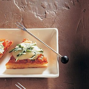 Pizza with Bocconcini, Tomatoes and Aragula