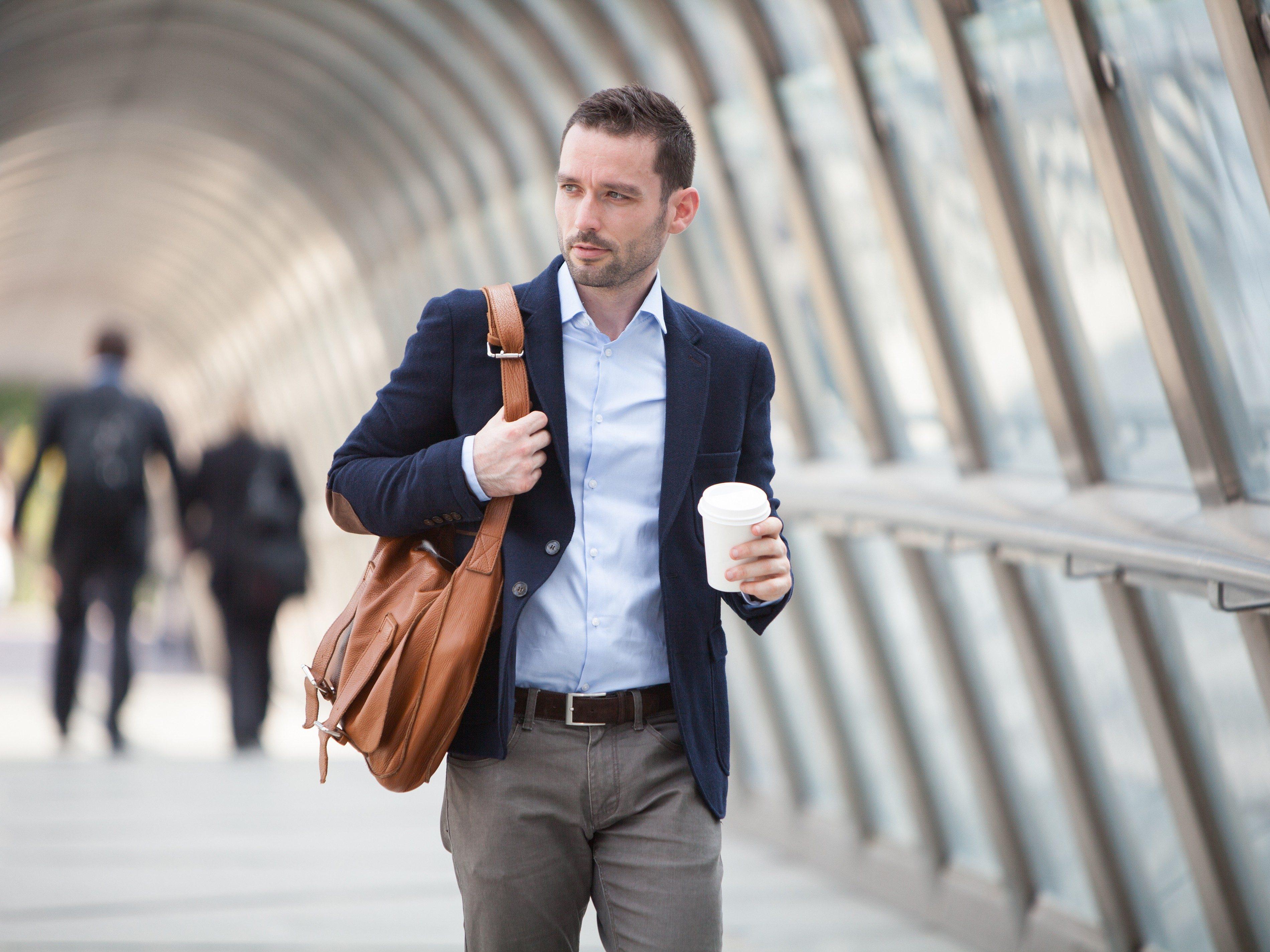 2. Prevent jet lag by avoiding alcohol and caffeine