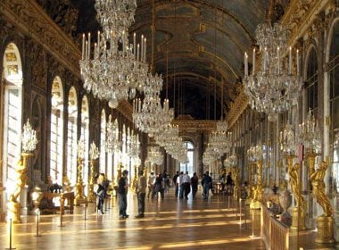 Places to Take a Selfie: Château Versailles's Hall of Mirrors