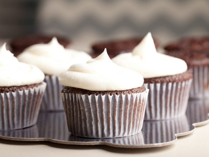 5. Use marshmallows to make cupcake frosting
