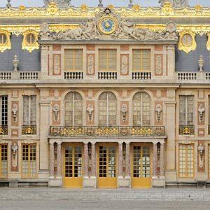 10. Chateau du Versailles, France