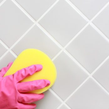 5 Everyday Things That Clean Your Bathroom