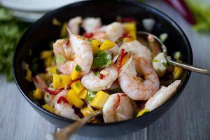 Coriander Prawns With Mango Salad