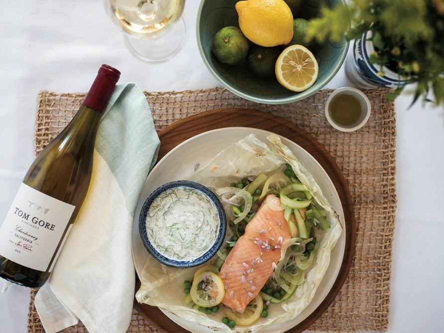 Baked salmon in parchment pouch