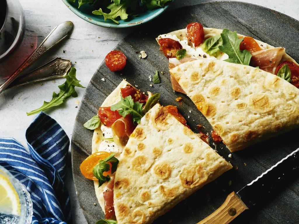 Tomato, arugula and prosciutto sandwich