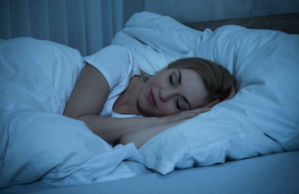 how-to-sleep-better-while-travelling