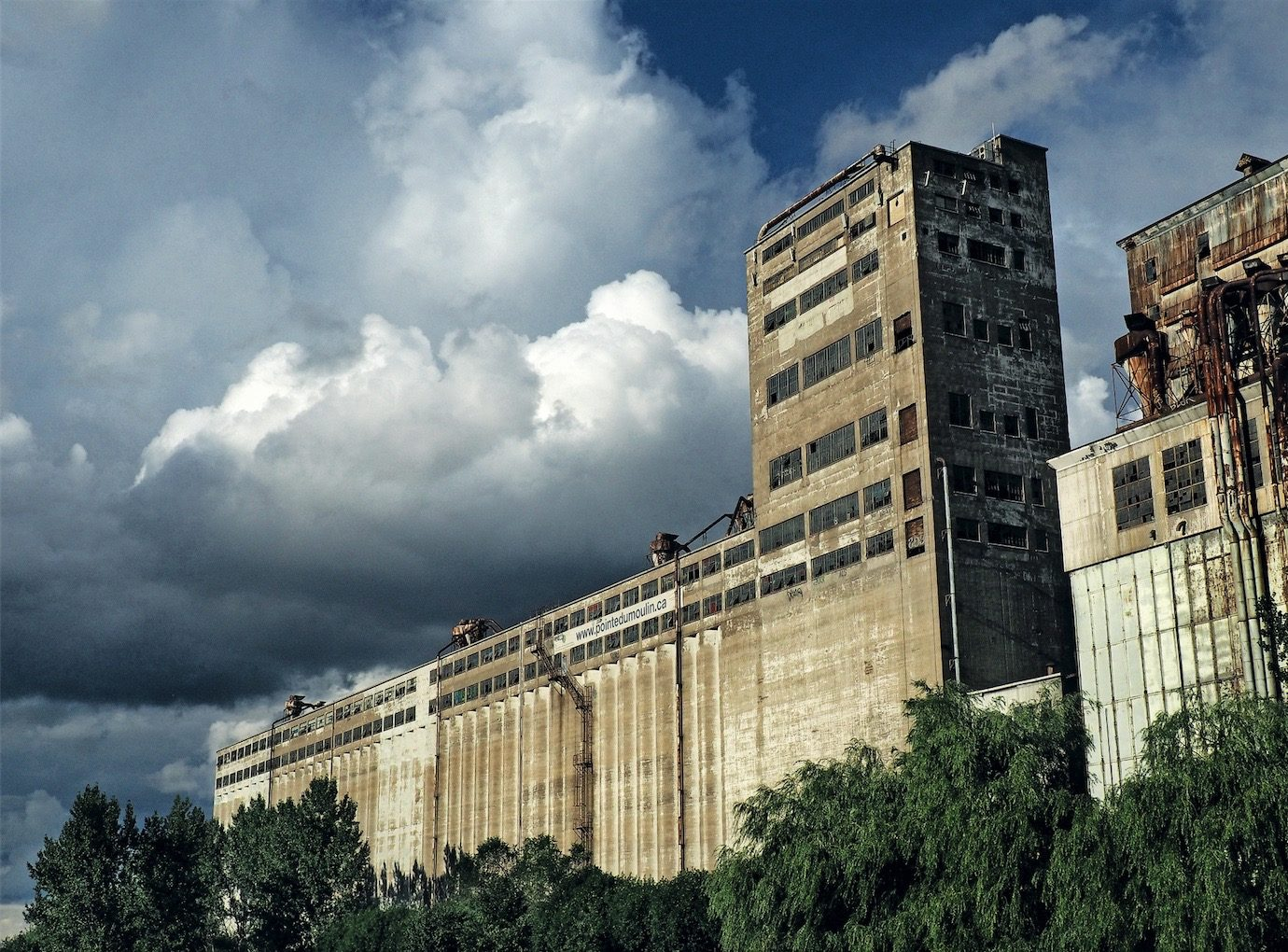 montreal-architecture-abandoned-silos
