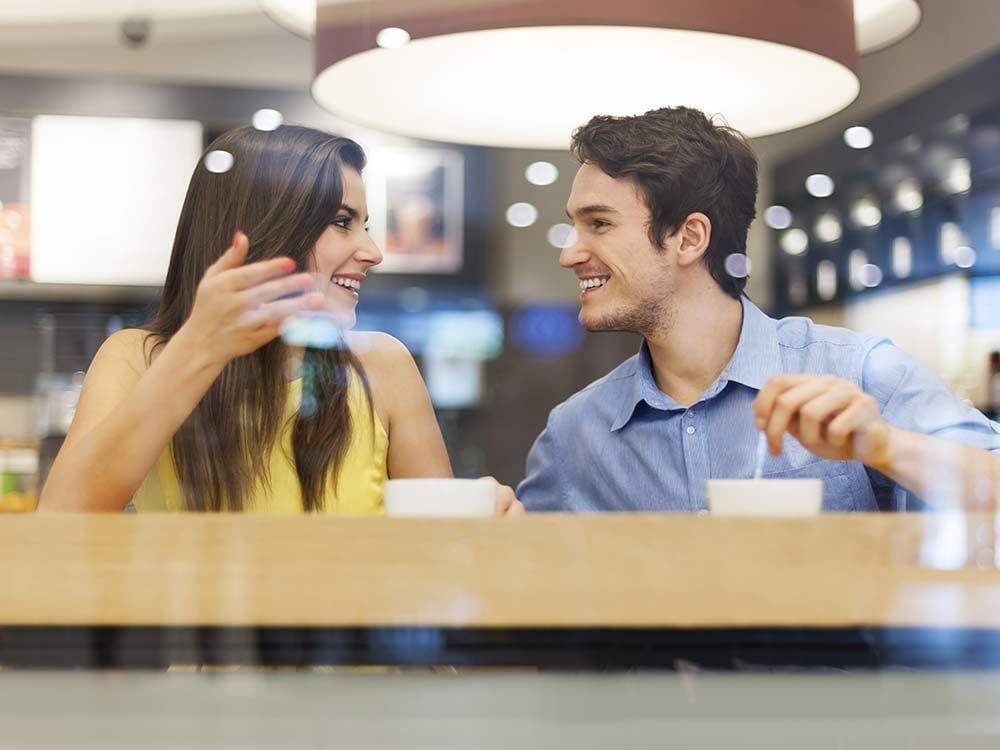 Man using conversation starters on woman
