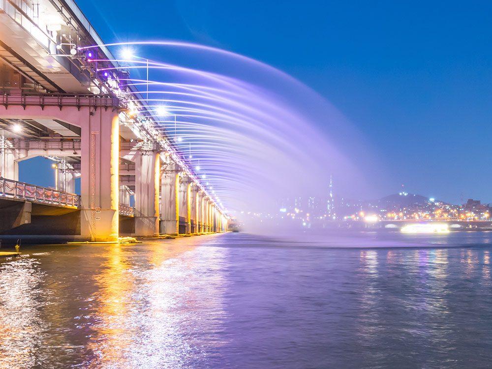 Banpodaegyo Bridge Moonlight Rainbow Fountain, Seoul