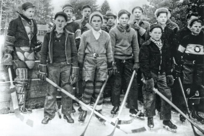 Hedley hockey team in 1937