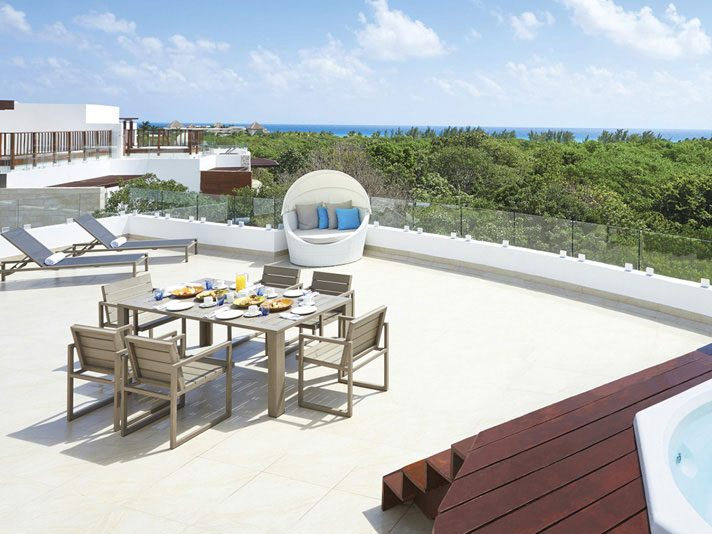 Private rooftop lounge, Azul Fives