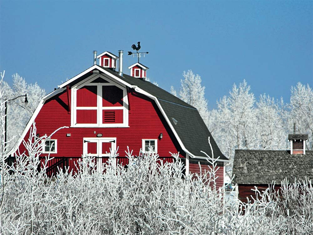 winter-photography-old-red-barn