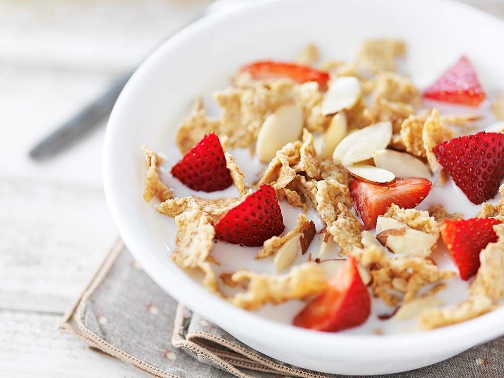 Breakfast cereal with strawberries and almonds