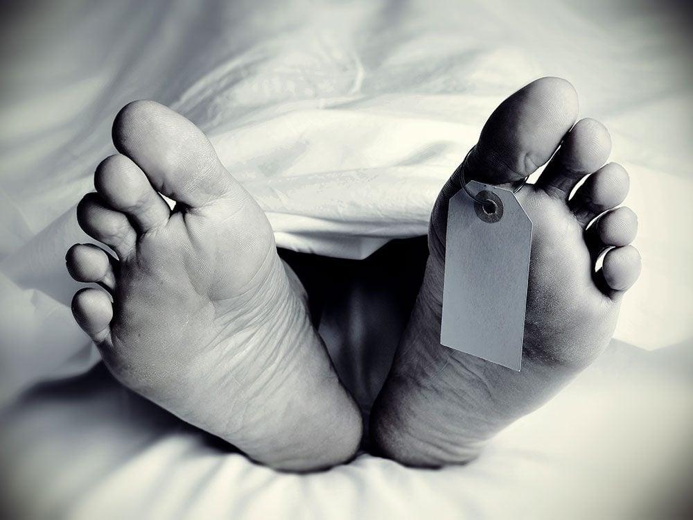 Funniest lawyer jokes - autopsy toe tag