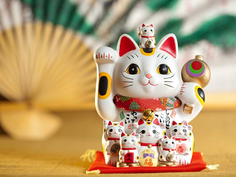 Japanese Maneki neko sculpture
